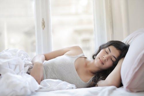 10% olejek CBD marki Euphoria z terpenami wspierającymi zdrowy sen. Olejek konopny ułatwia zasypianie i poprawia regenerację organizmu podczas snu. Olejek do aromaterapii.